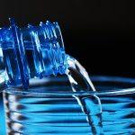 Garra e Copo Com Água